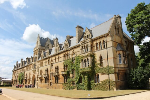 Read about Harry Potter filming locations in the English town of Oxford, and how you can visit them for yourself!