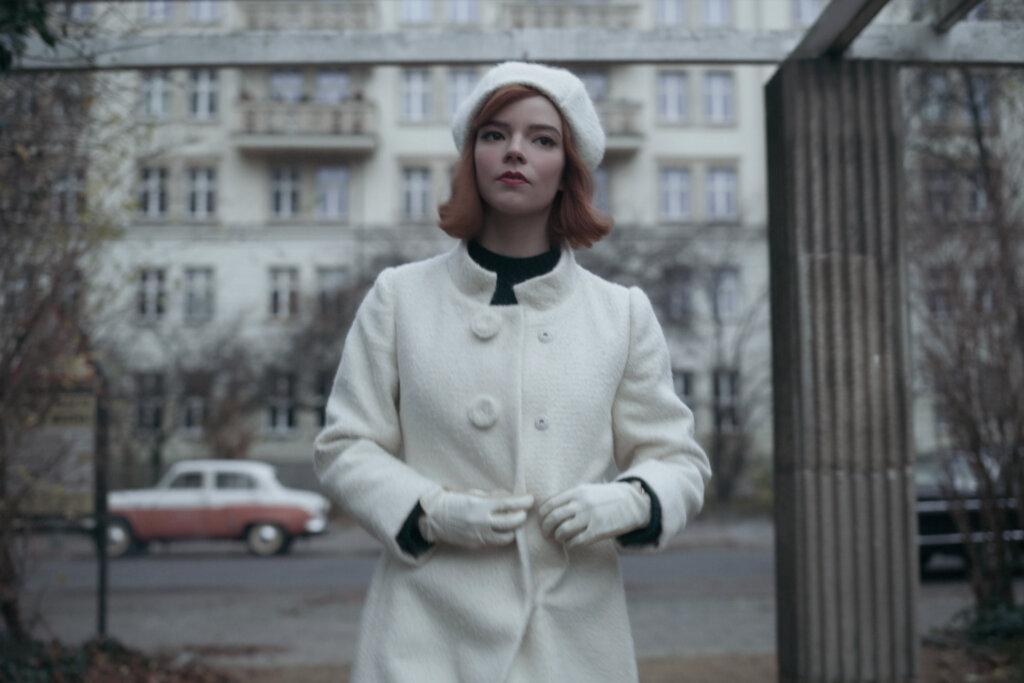 Beth walking through Moscow garden