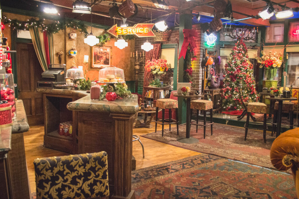 How To Visit The Friends Studio Tour In La With The Warner Bros Hollywood Tour